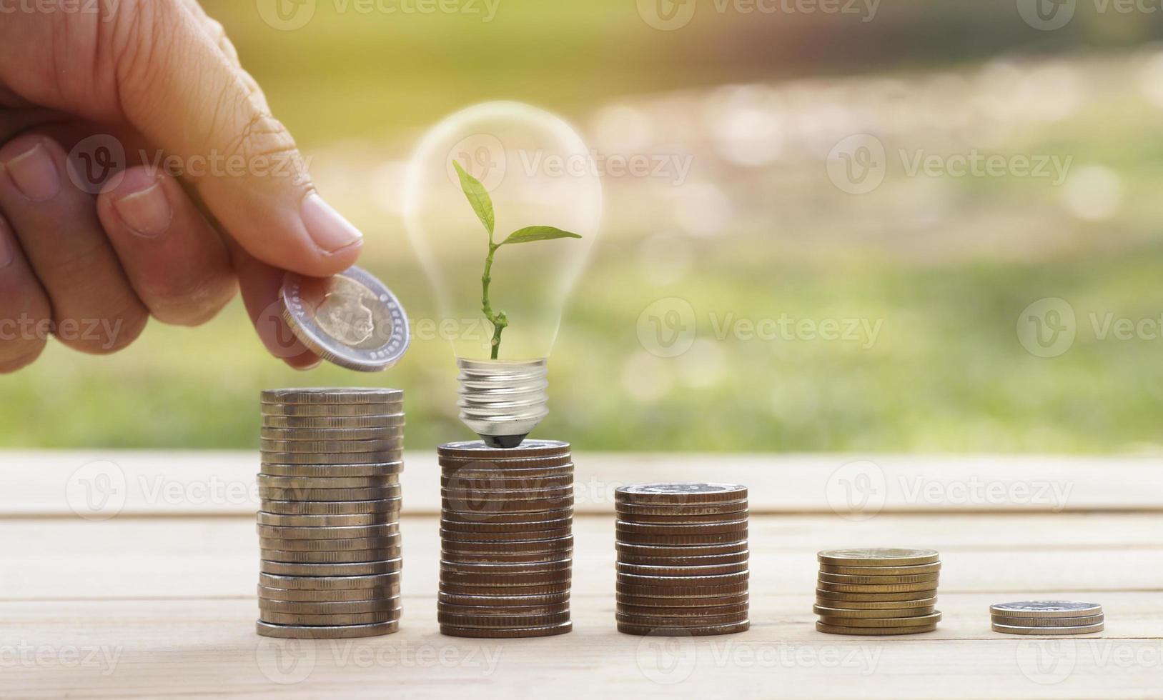 monete con lampadina foto