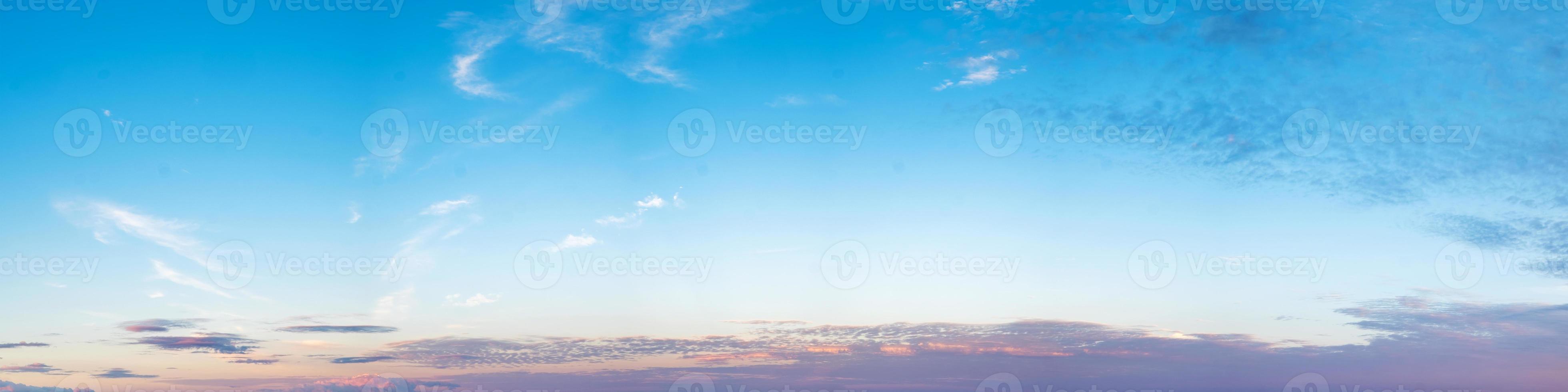 cielo con nuvole in una giornata di sole foto