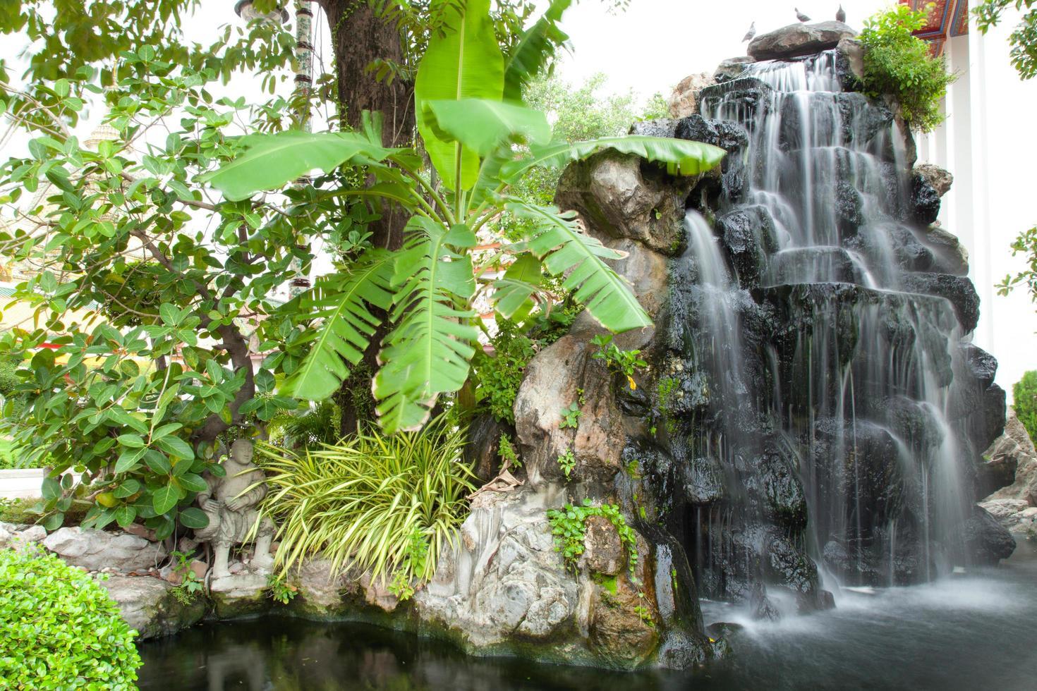 cascata in un parco foto