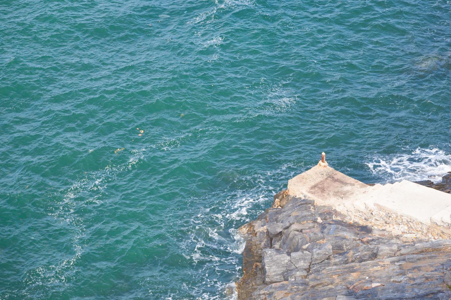 rocce al mare foto