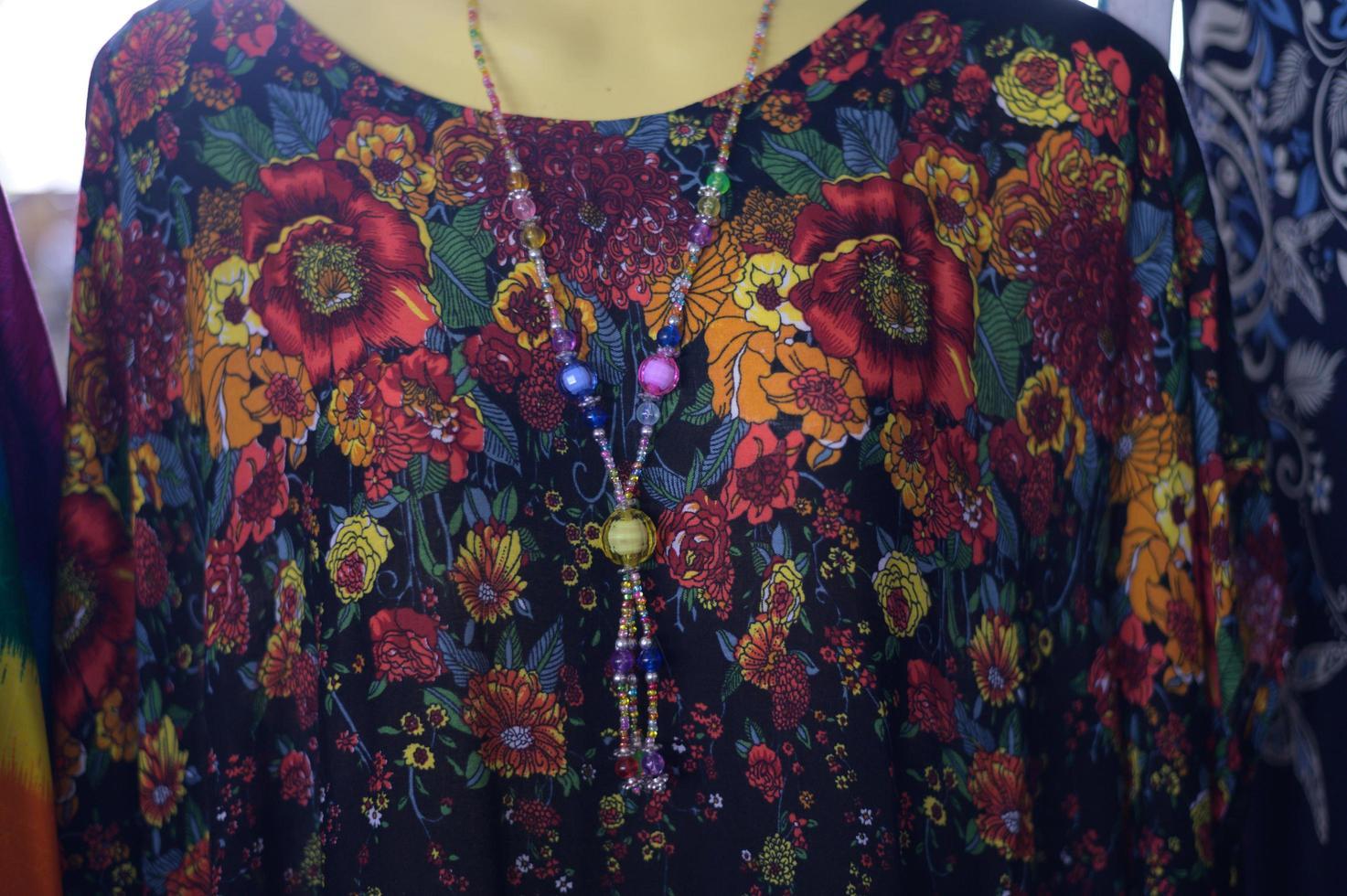 vestiti di moda su un manichino foto