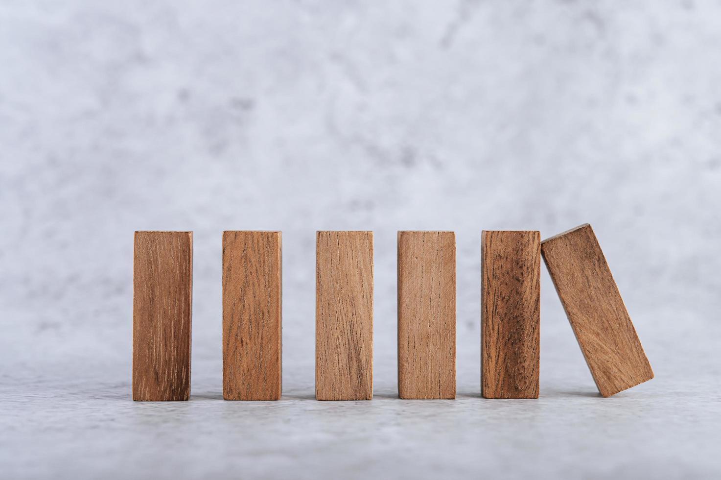 blocchi di legno, usati per i giochi di domino foto
