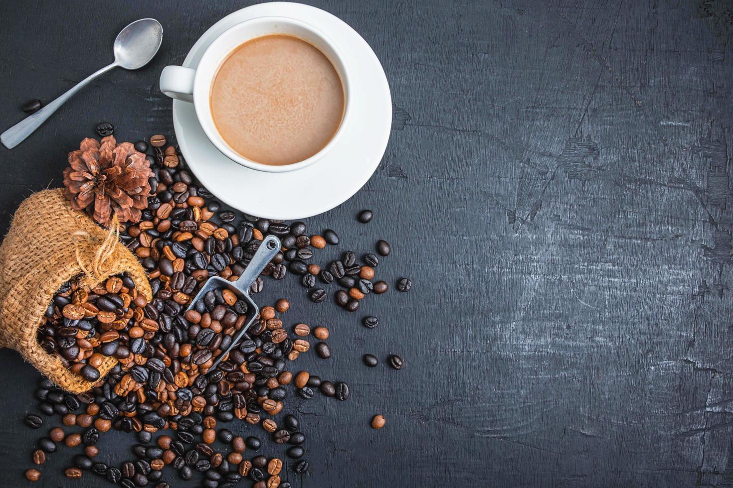 caffè e chicchi di caffè foto