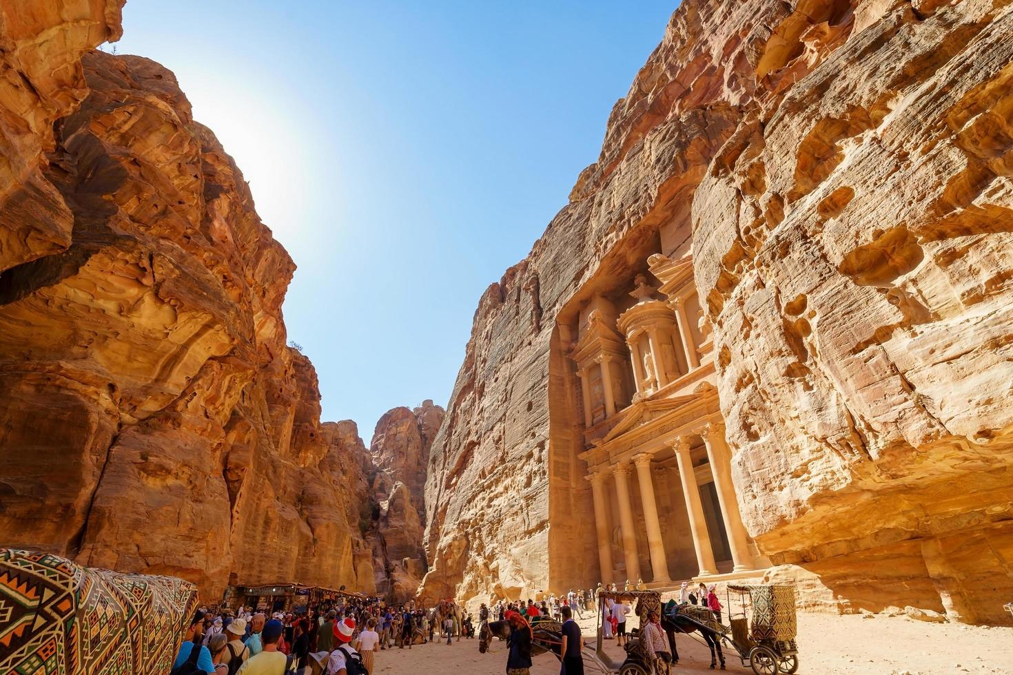 turisti a petra, giordania, 2018 foto