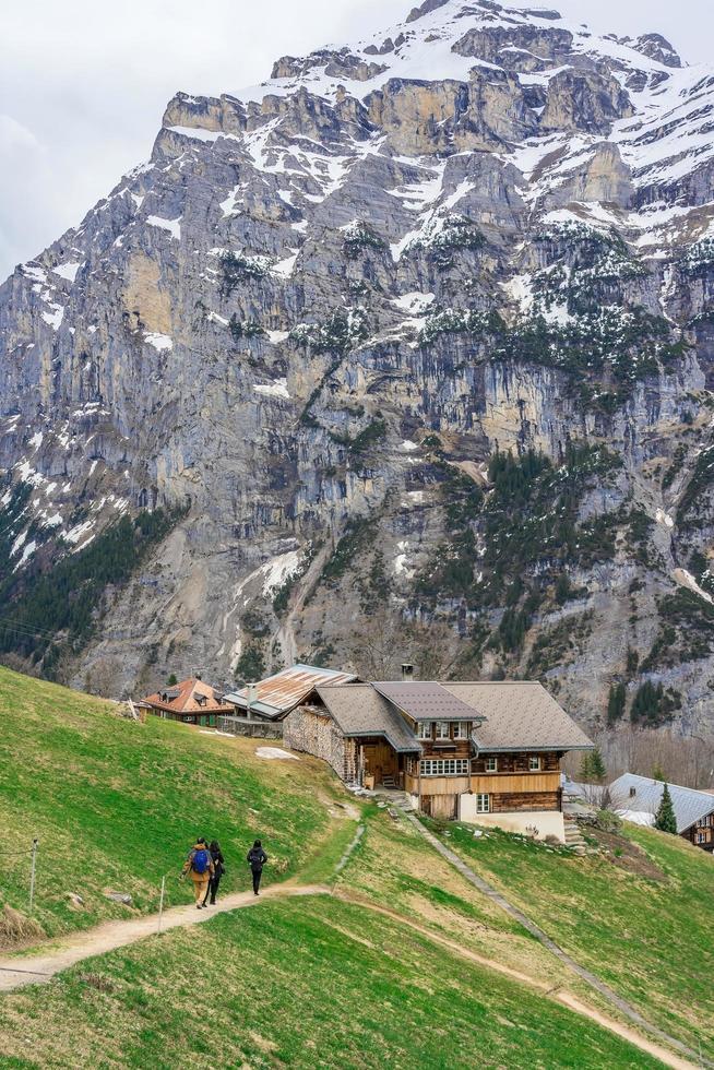 le alpi a gimmelwald e murren in svizzera foto