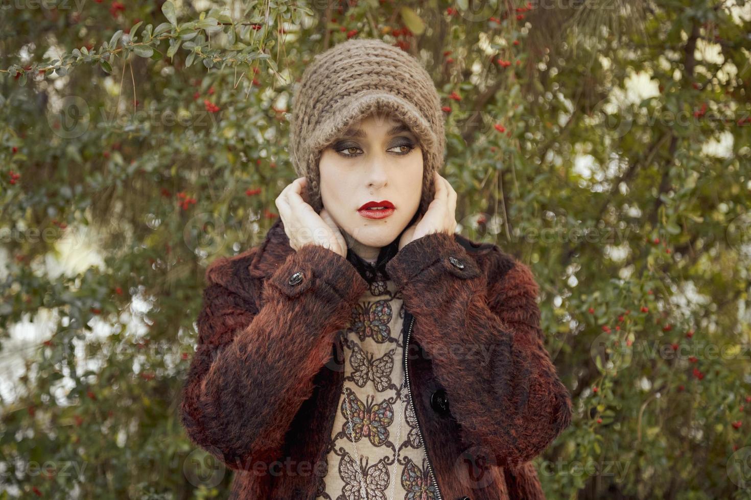bella giovane donna ritratto, vicino all'aperto foto