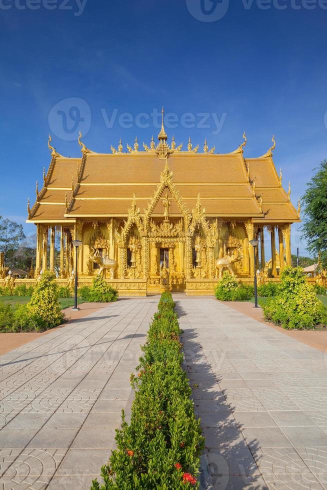 chachoengsao, thailandia, 2020 - percorso per il tempio wat paknam jolo foto