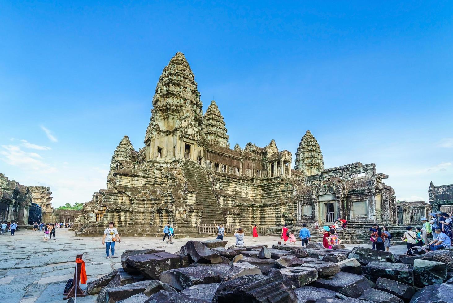 persone al tempio di angkor wat, siem reap, cambogia foto