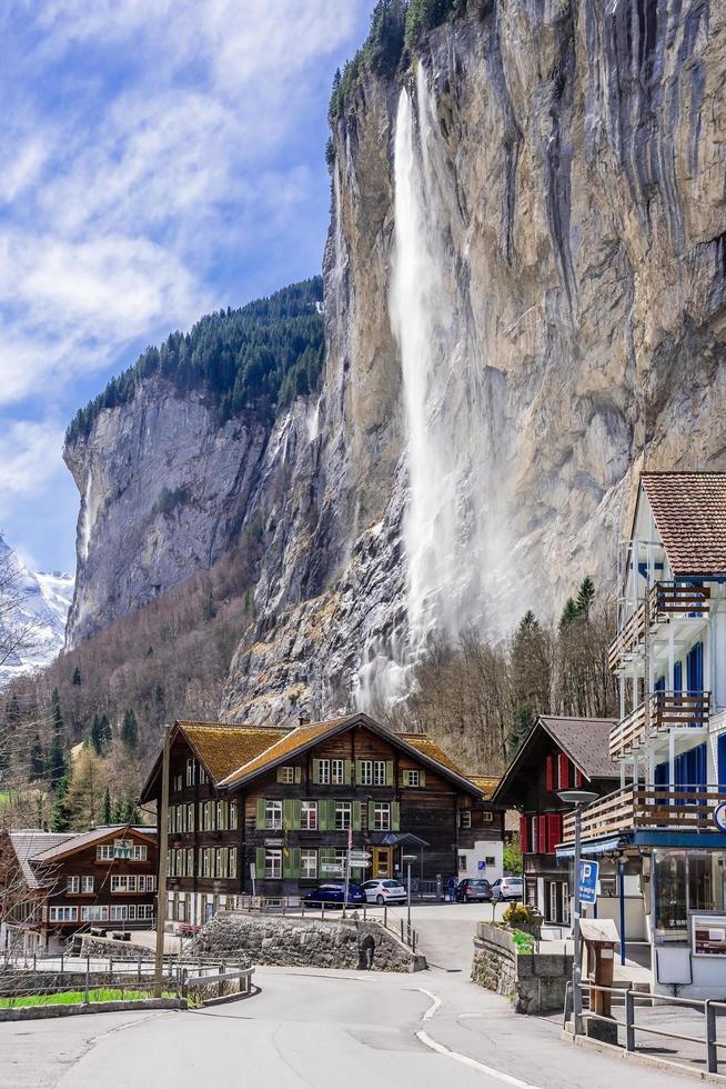 vista del villaggio turistico alpino di Lauterbrunnen, Svizzera foto