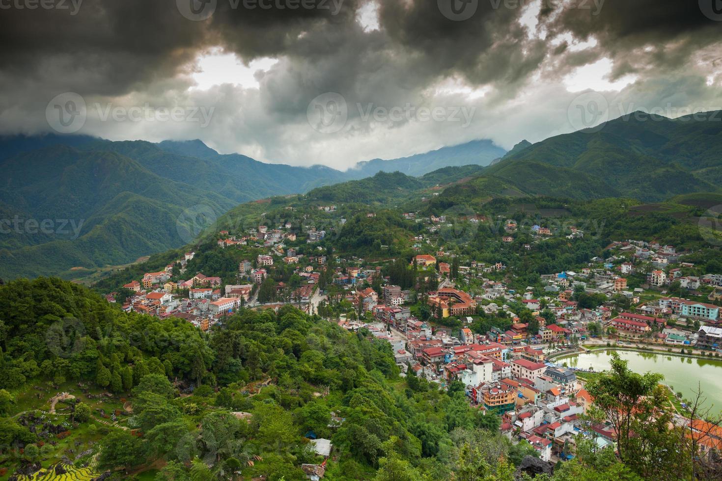 vista aerea del villaggio di montagna foto