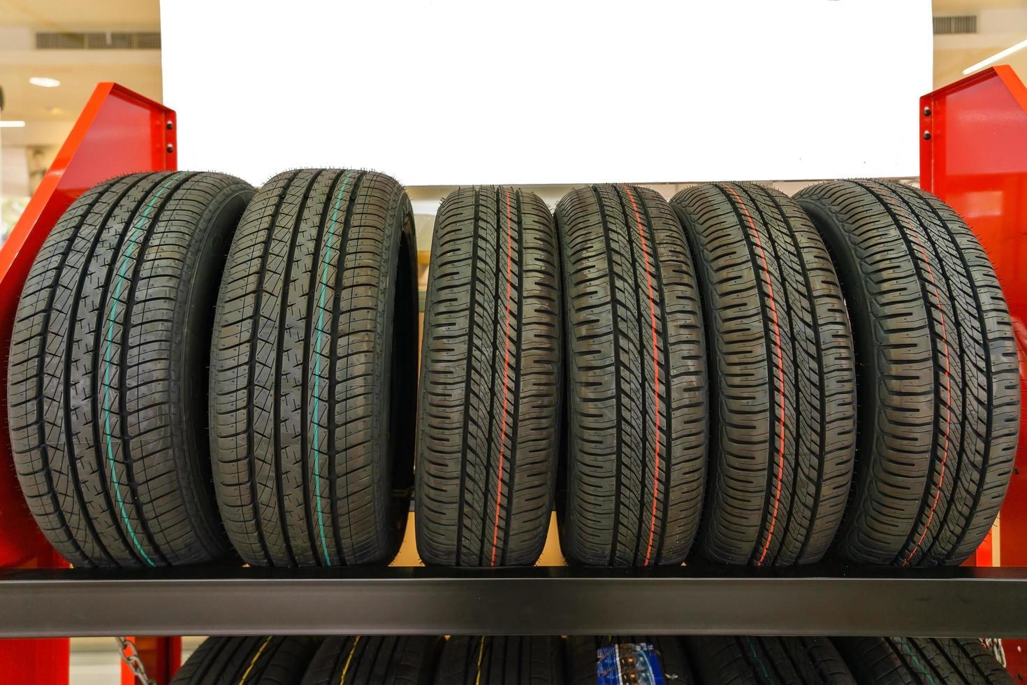nuovi pneumatici in vendita foto