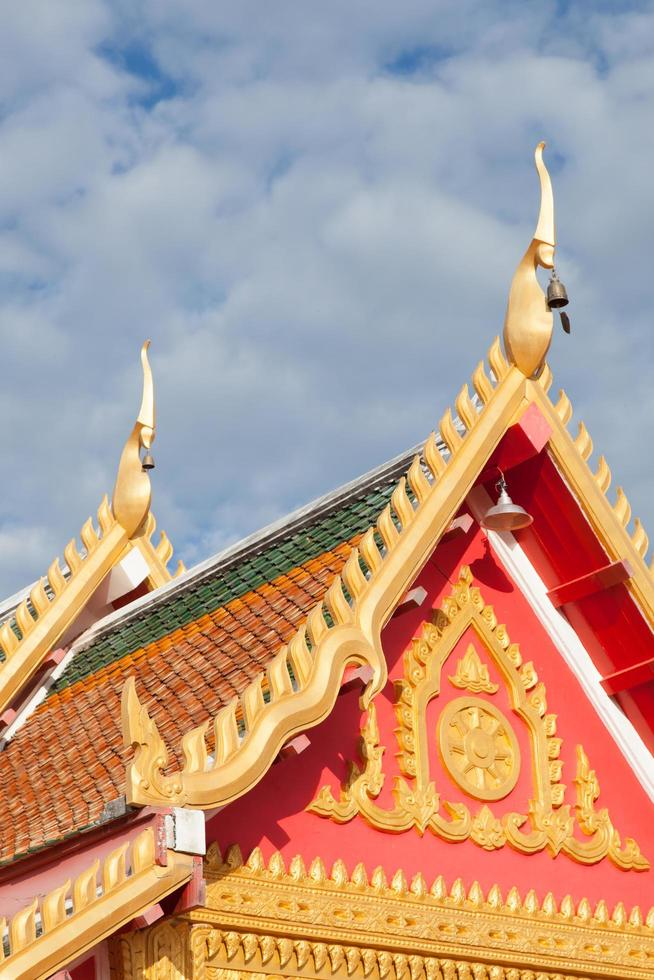 tetto del tempio in thailandia foto
