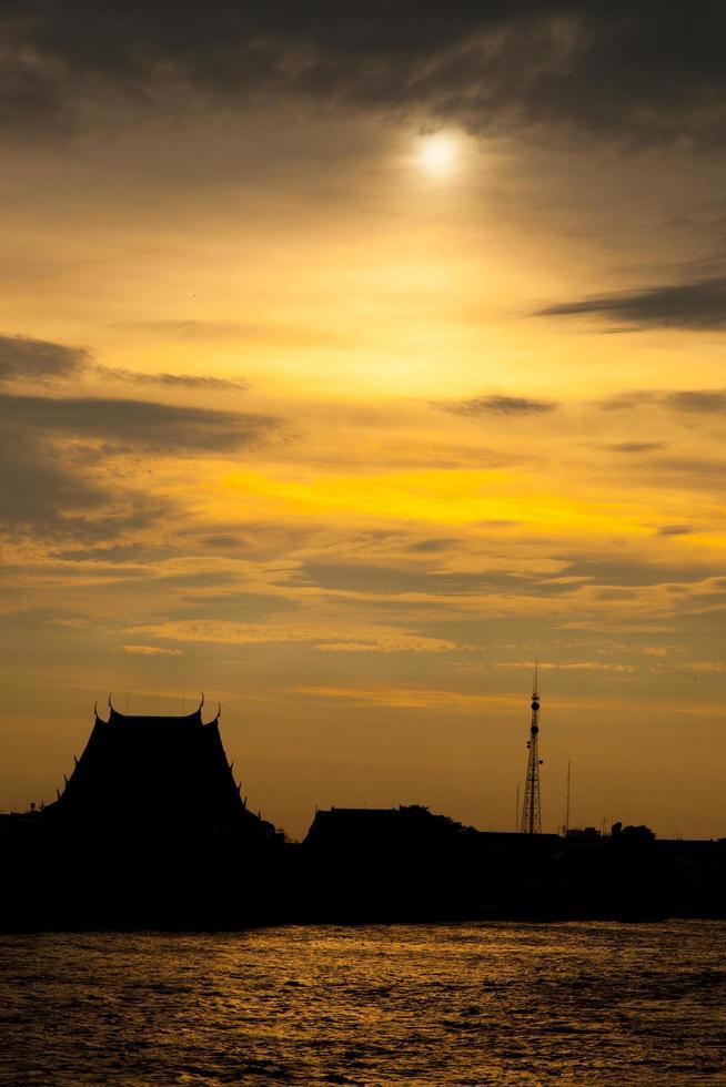 tramonto silhouette del tempio foto