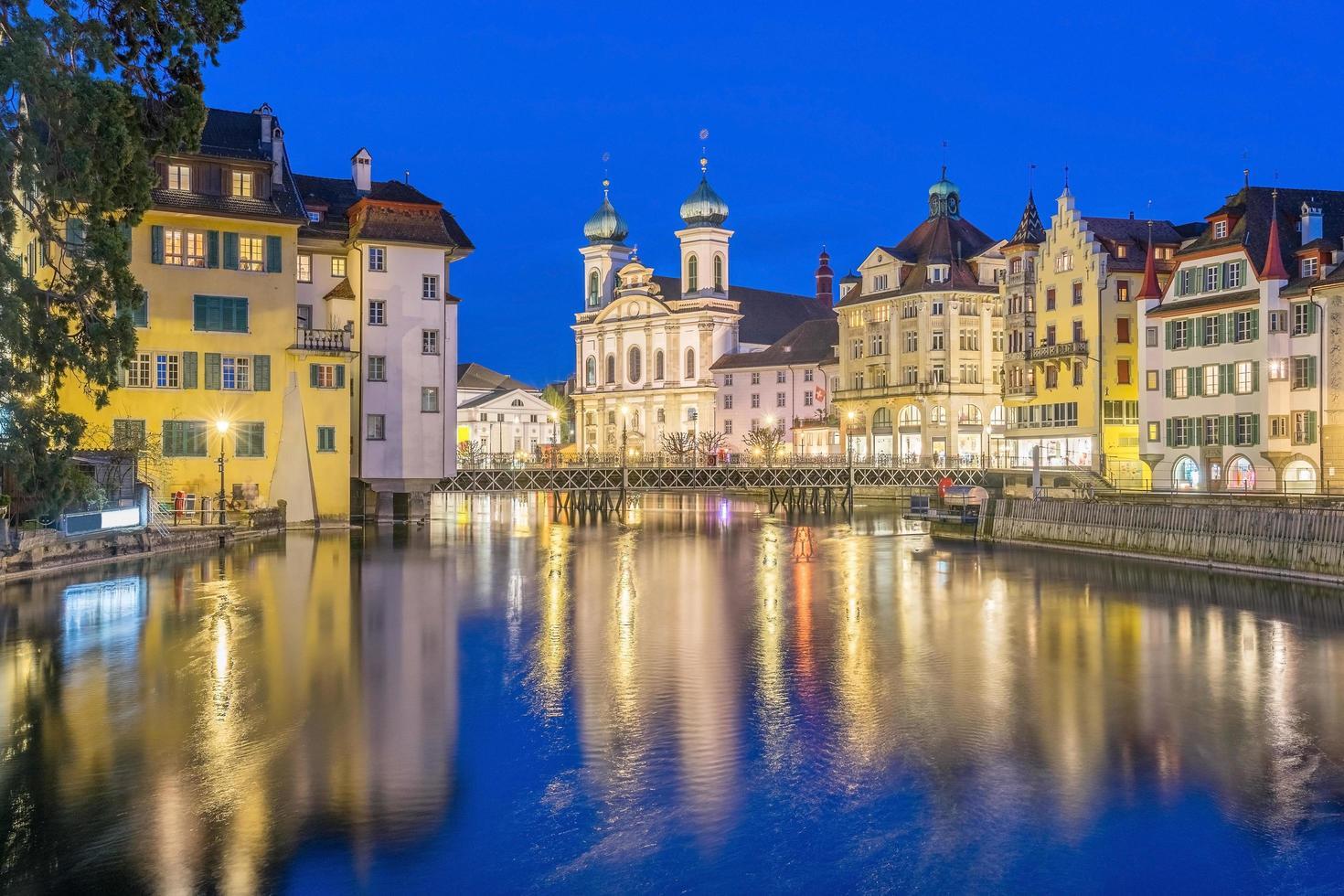 vista del centro storico della città di luzern, svizzera foto