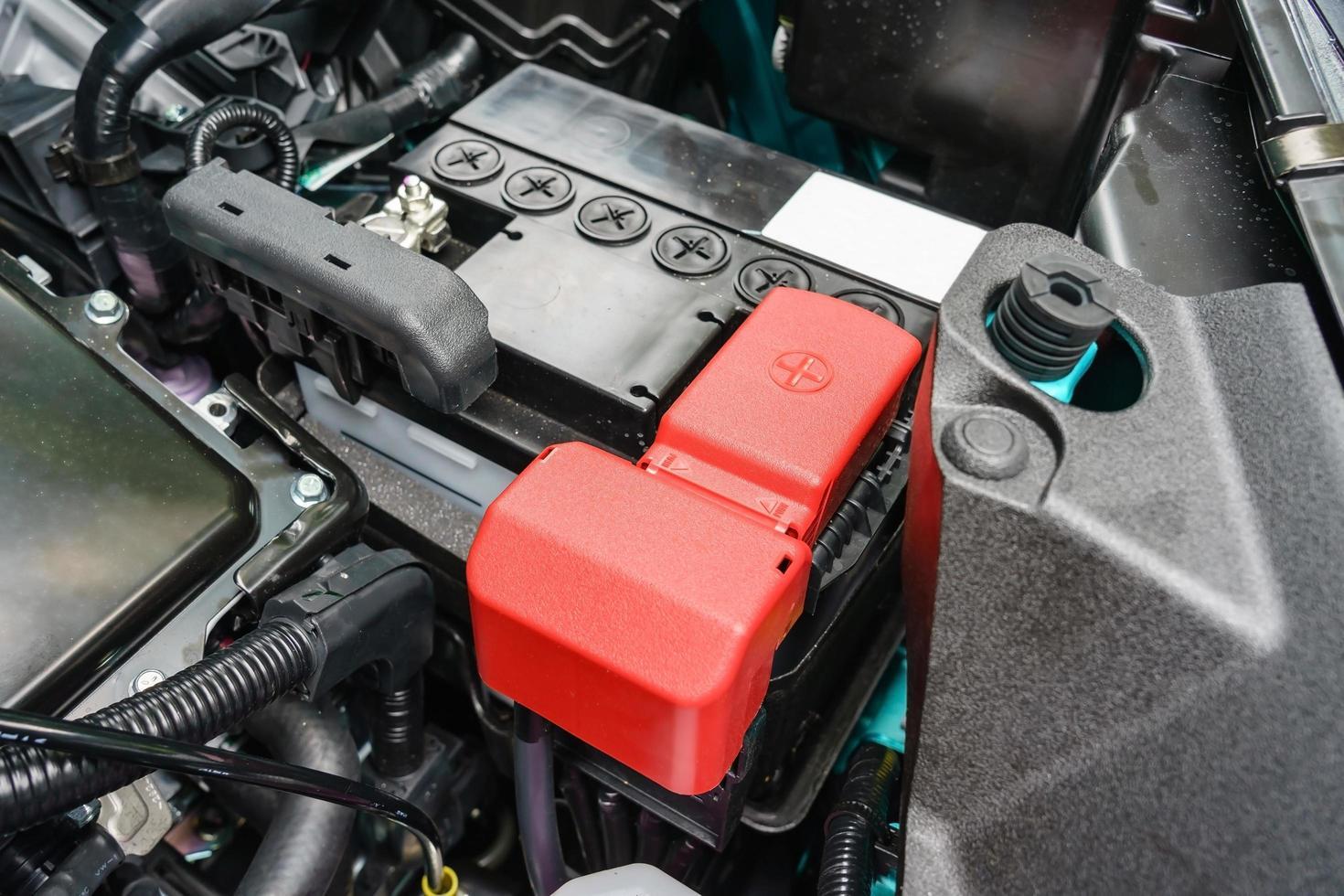 primo piano sulla nuova piccola batteria per auto eco foto