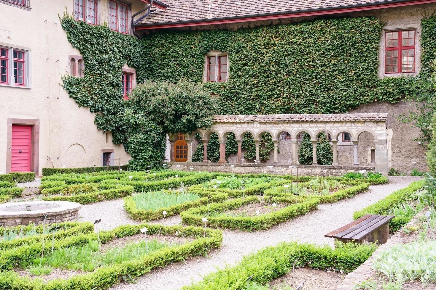 il giardino dell'abbazia di tutti i santi a sciaffusa, in svizzera foto