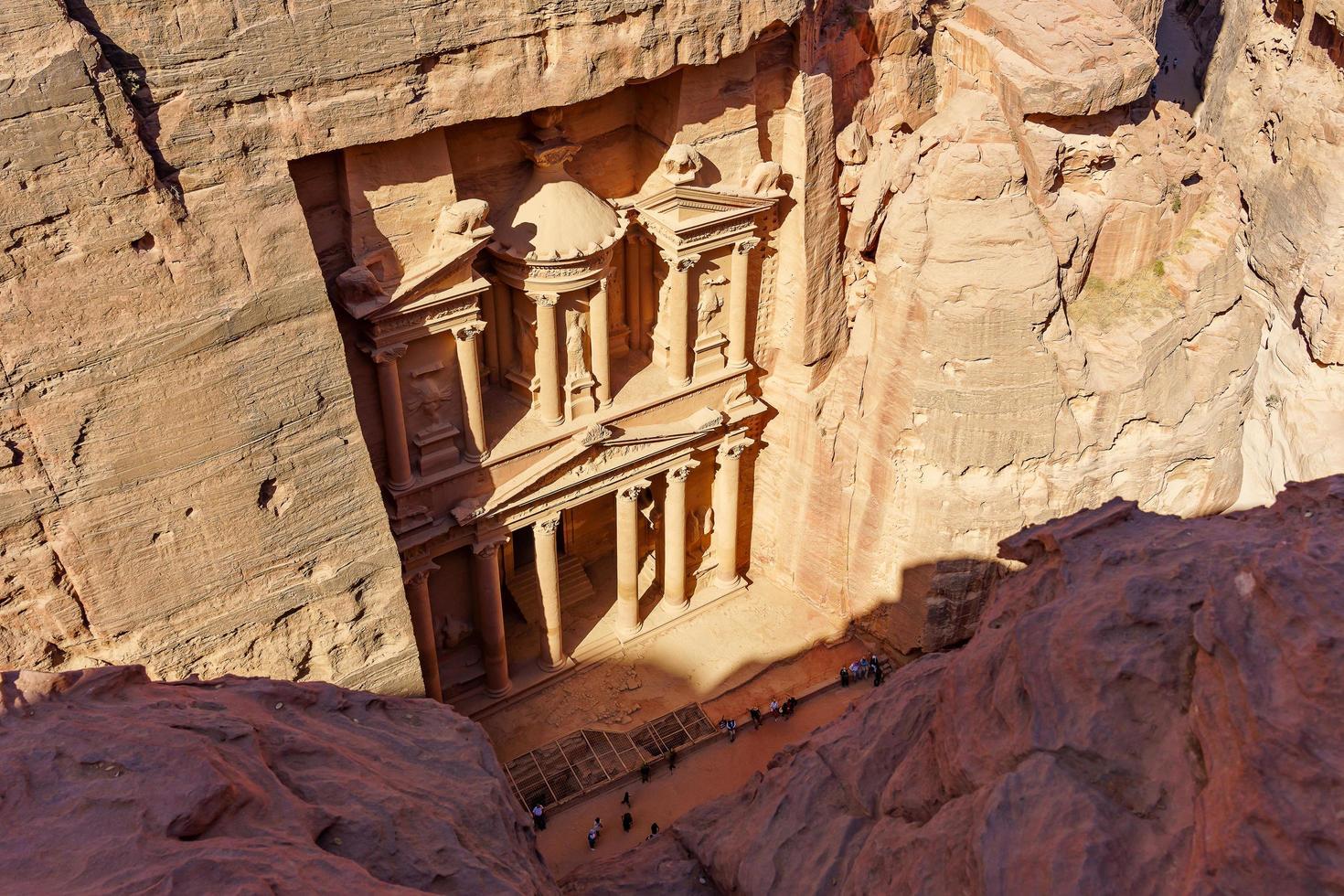 il tesoro nell'antica città del regno arabo nabateo di petra, in giordania foto