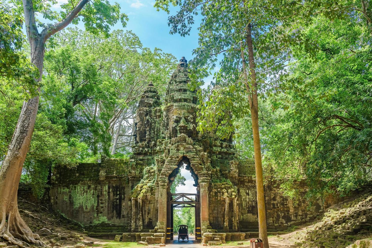 cancello nord del complesso di angkor thom vicino a siem reap, cambogia foto