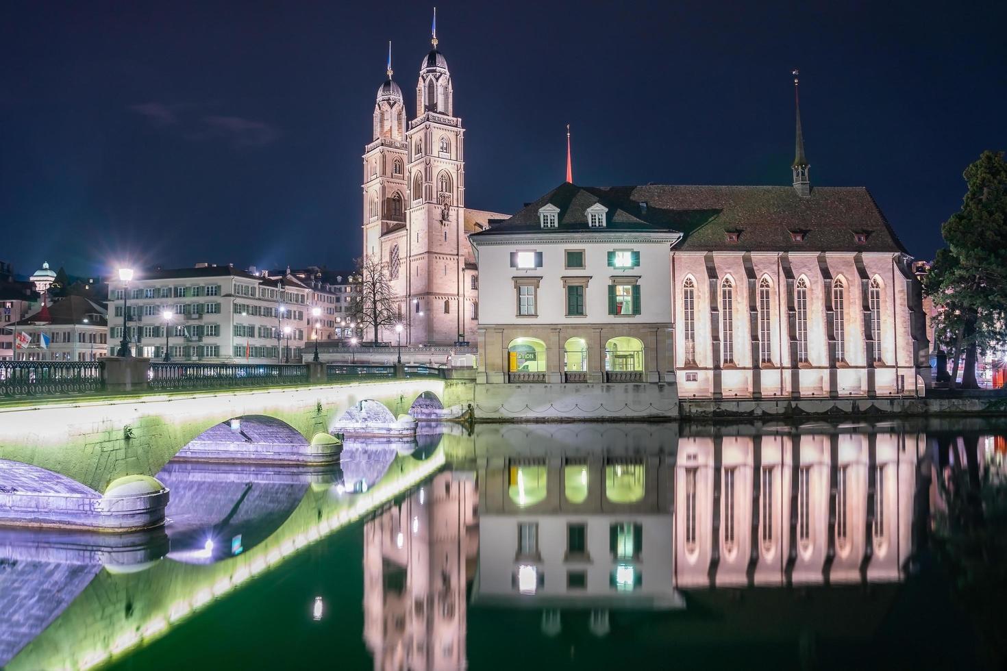 Città vecchia di Zurigo dal fiume Limmat, Svizzera, 2018 foto
