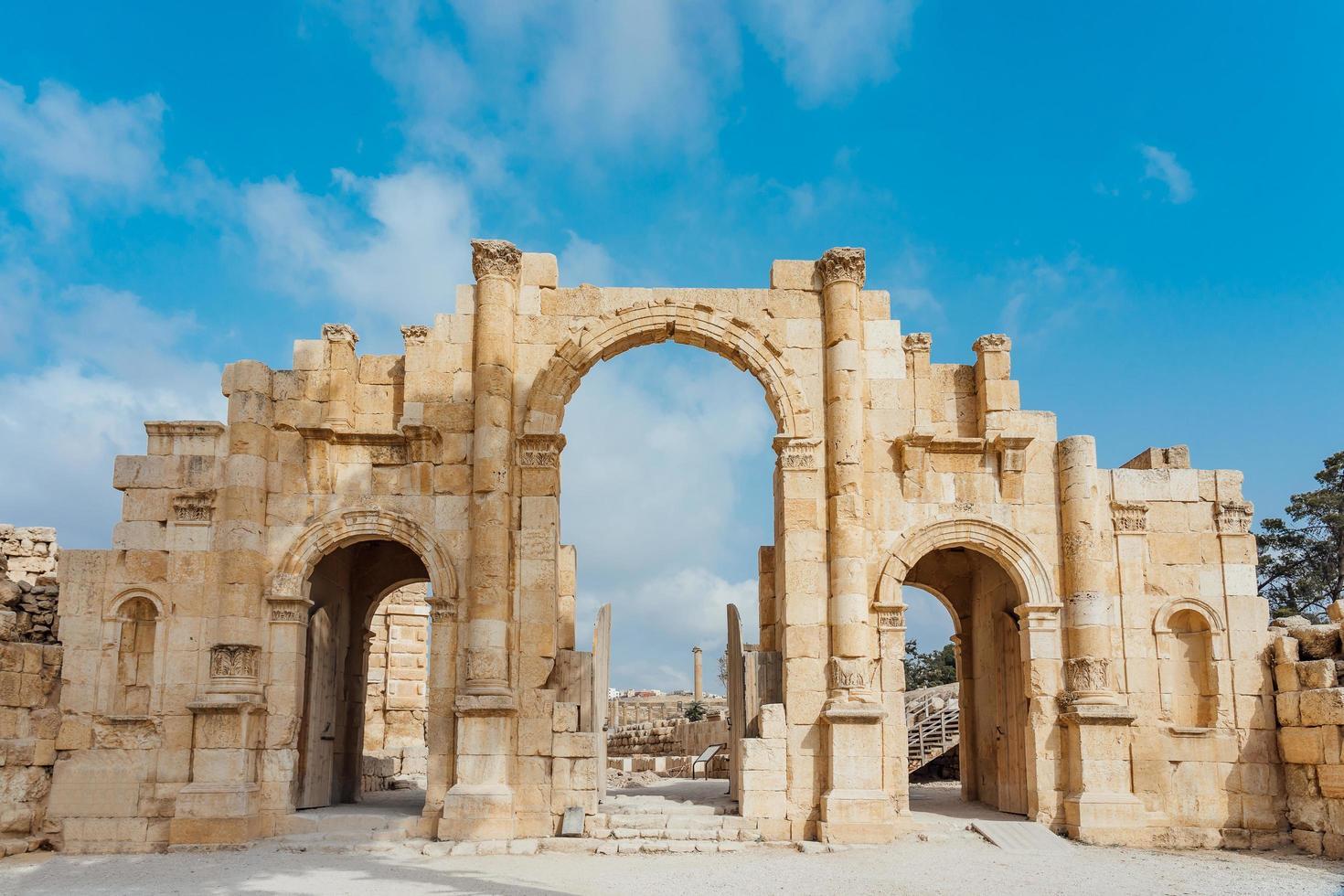 porta sud dell'antica città romana di gerasa, giordania foto