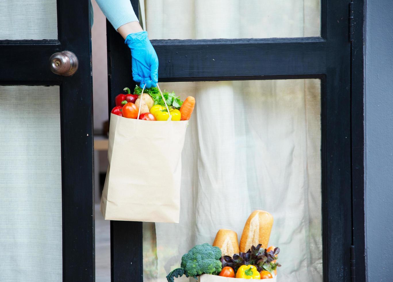 fornitori di servizi di ristorazione. stare a casa ridurre la diffusione del virus covid-19 foto