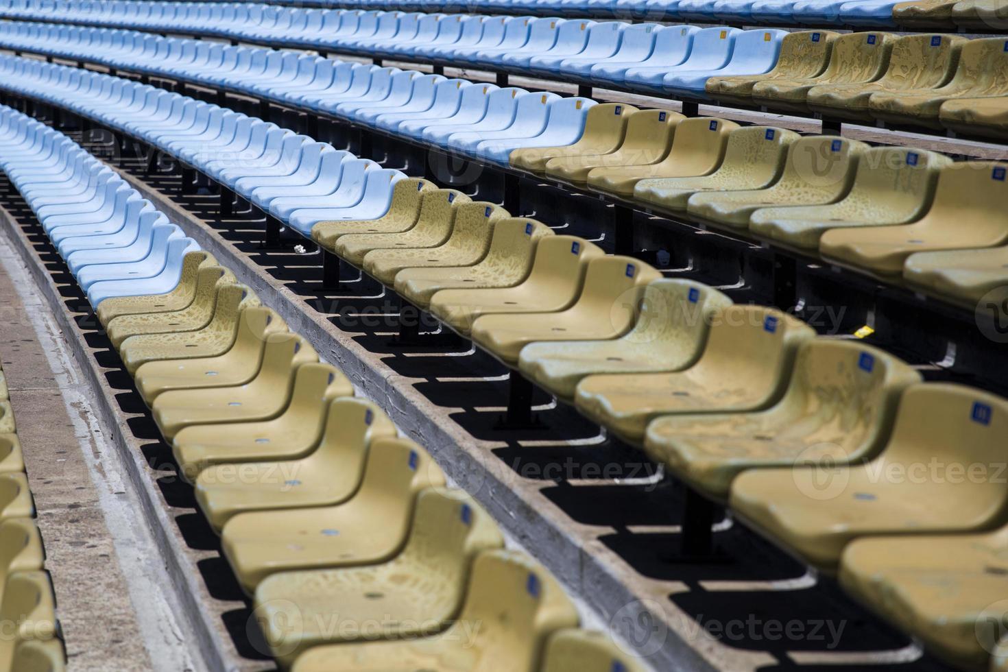 primo piano dei sedili dello stadio foto