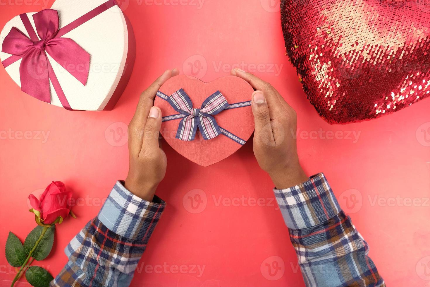 vista dall'alto del regalo di San Valentino foto