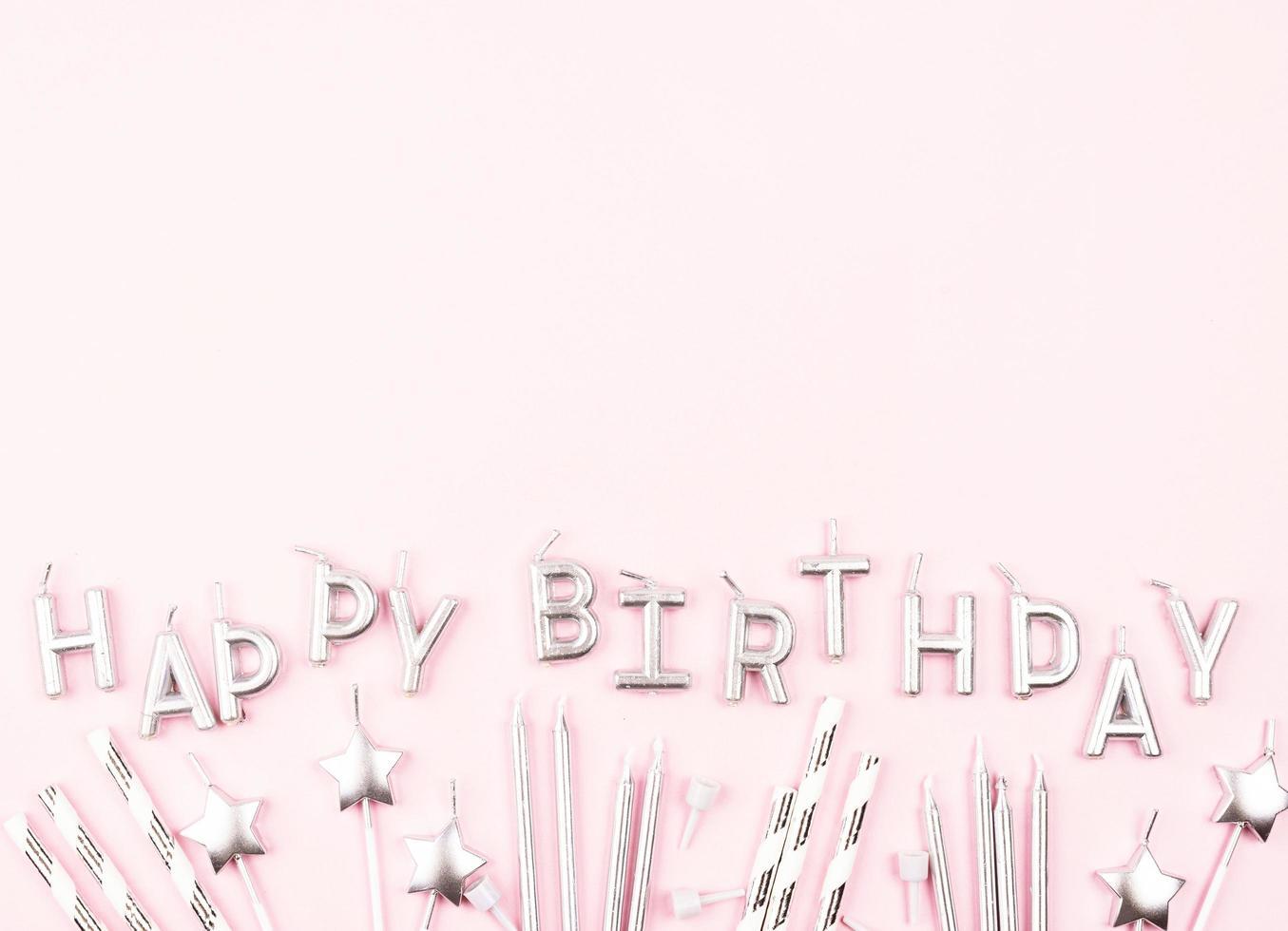 candele di compleanno piatte con spazio di copia foto