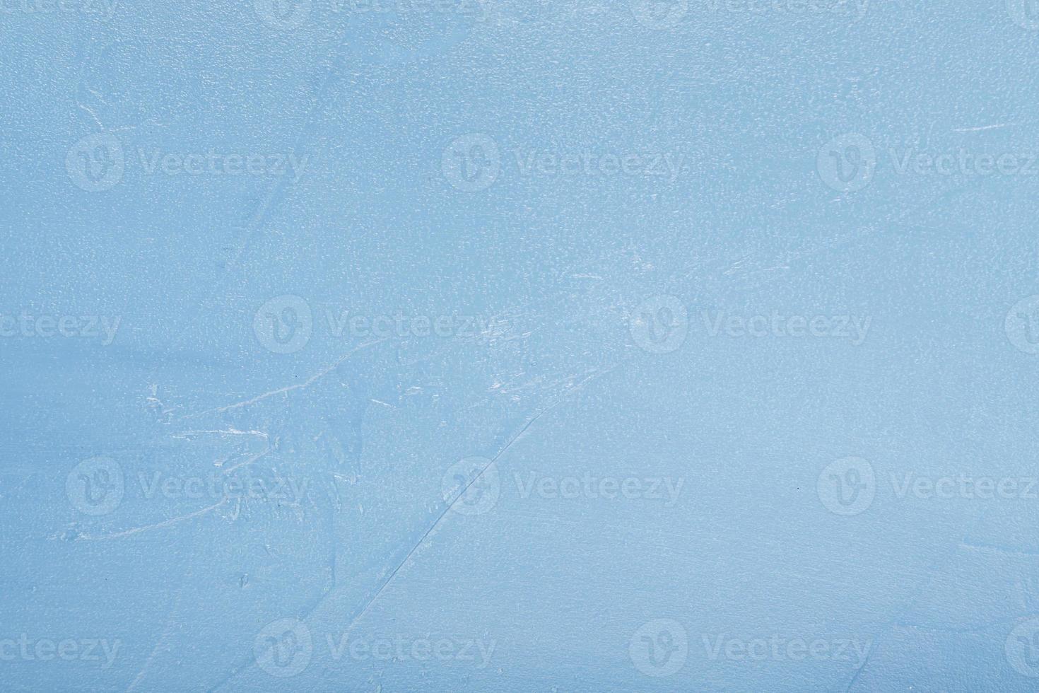 gelido scioglimento del ghiaccio che annuncia la primavera in azzurro foto