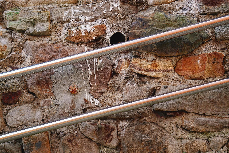 facciata di edificio vecchio muro marrone foto