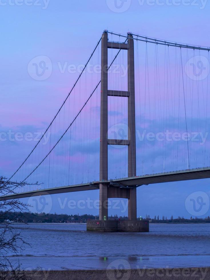 una delle torri principali del ponte Humber, North Lincolnshire, Inghilterra foto