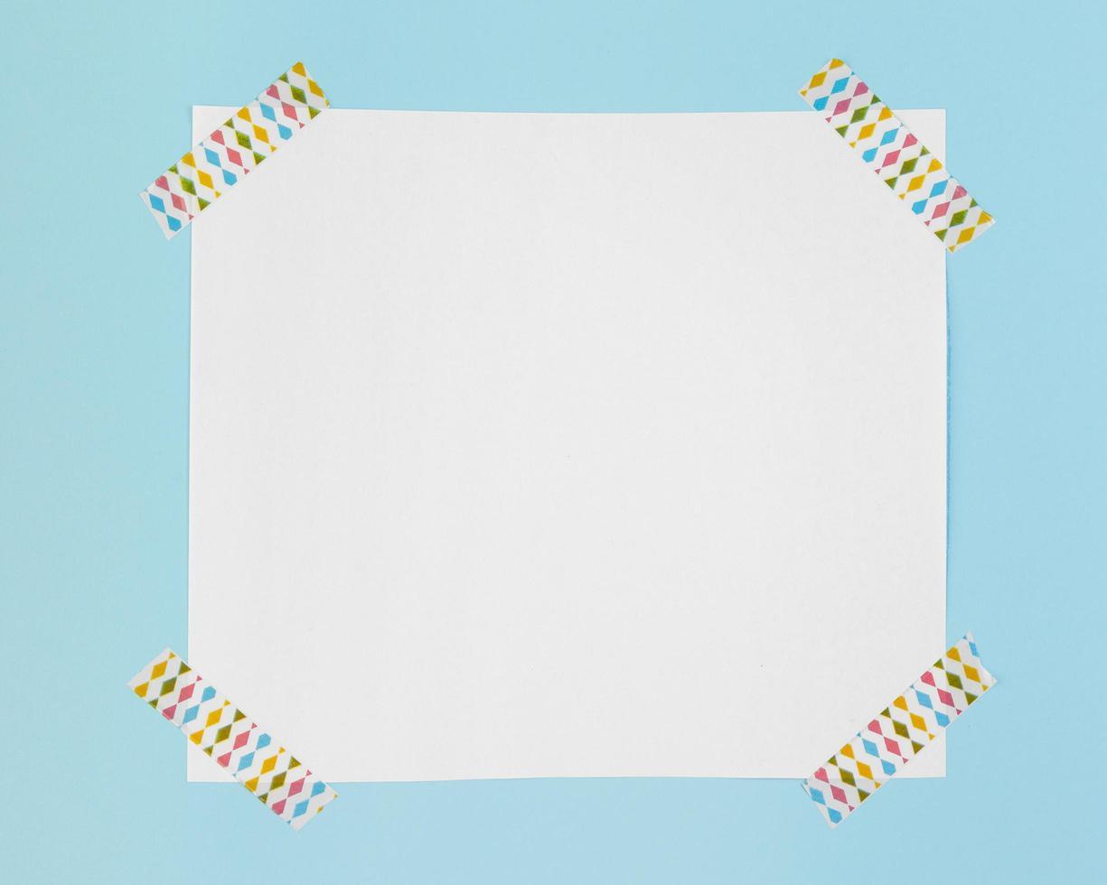 carta vista dall'alto con adesivi foto