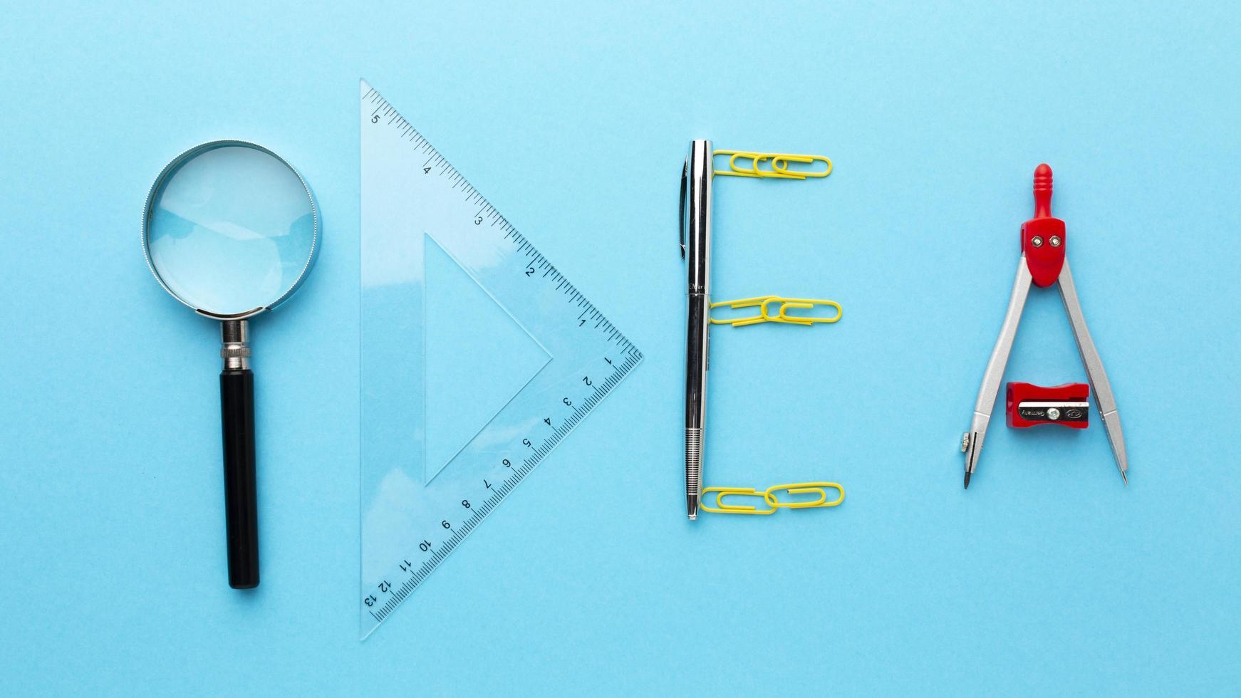 concetto di idea con strumenti disposti foto