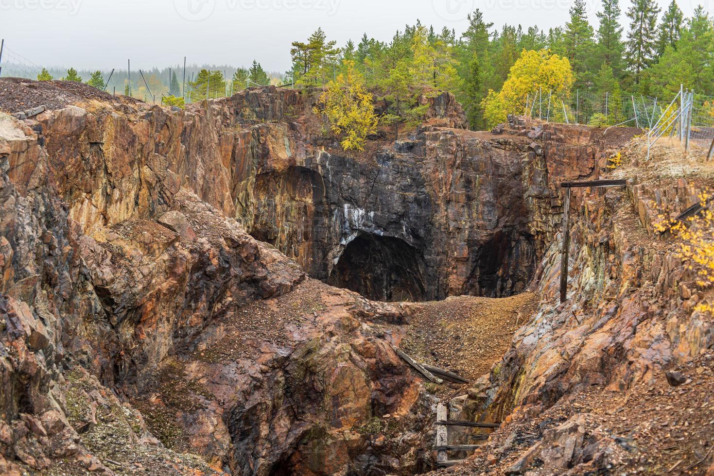 vecchia miniera a cielo aperto chiusa in Svezia foto