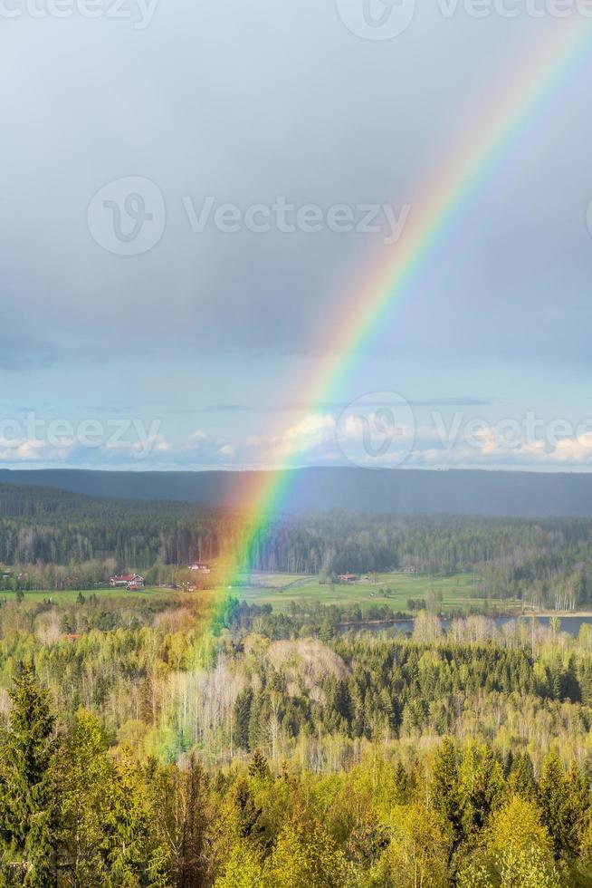 bella vista sulle montagne arcobaleno foto