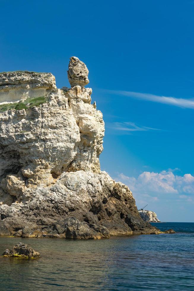 l'attrazione del promontorio tarkhankut della Crimea con bellissime formazioni rocciose foto