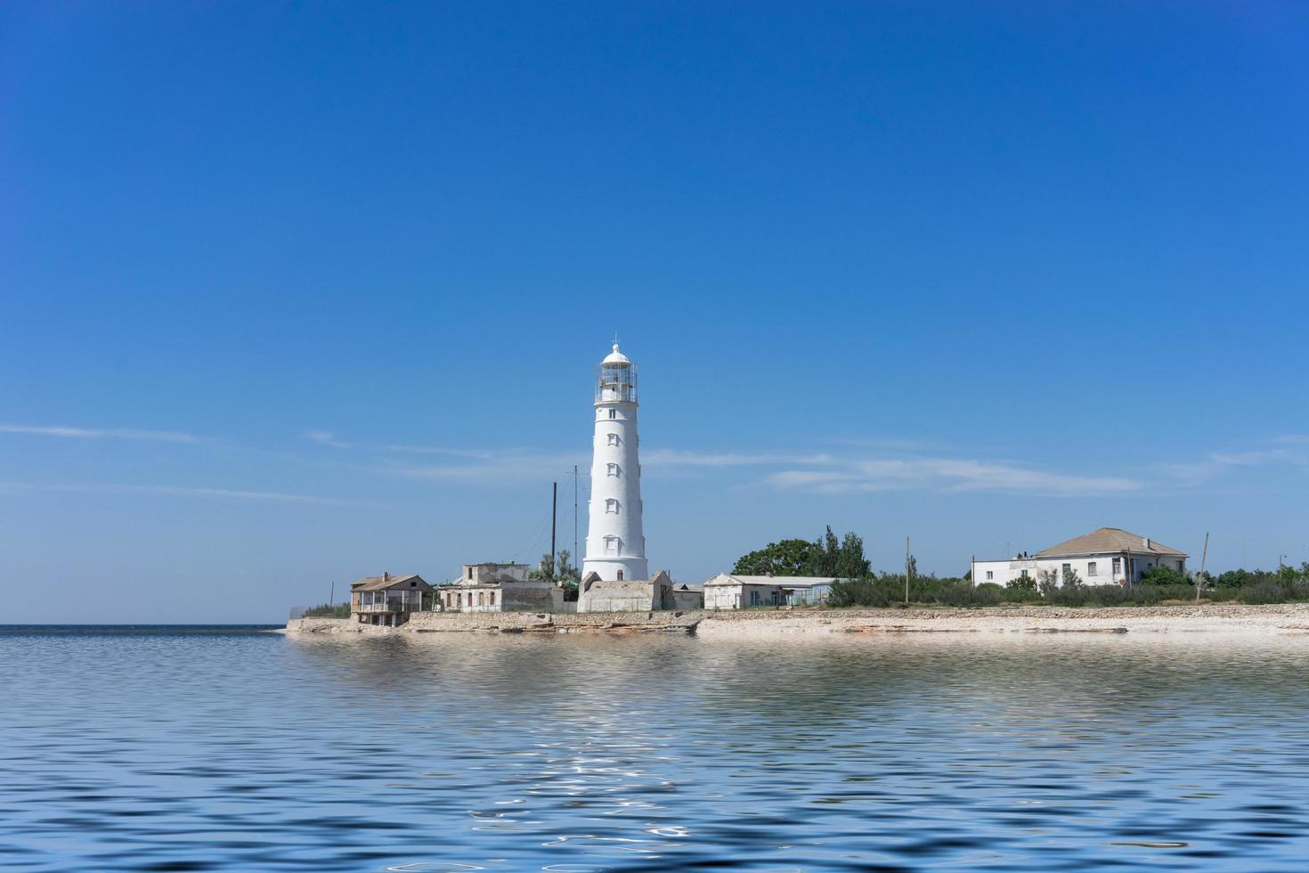 paesaggio marino con vista sul capo tarhankut e sul bianco foto