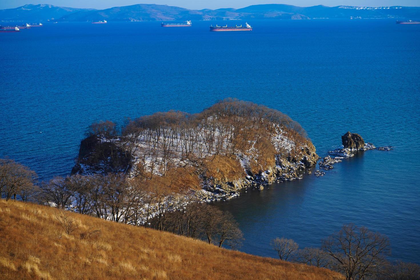 paesaggio naturale con vista sulla baia di nakhodka. foto