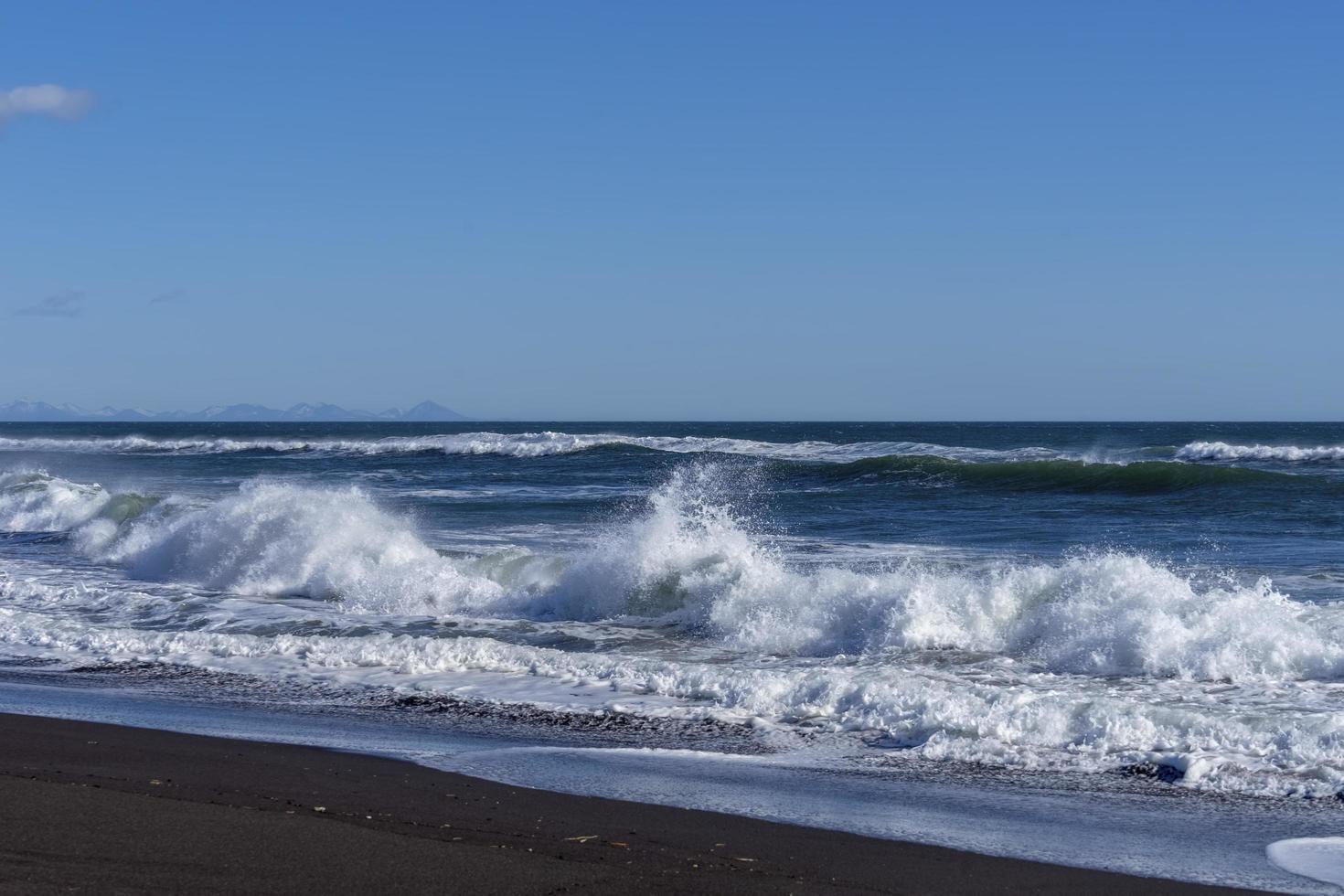 vista sul mare con vista sulla spiaggia di khalaktyrka foto