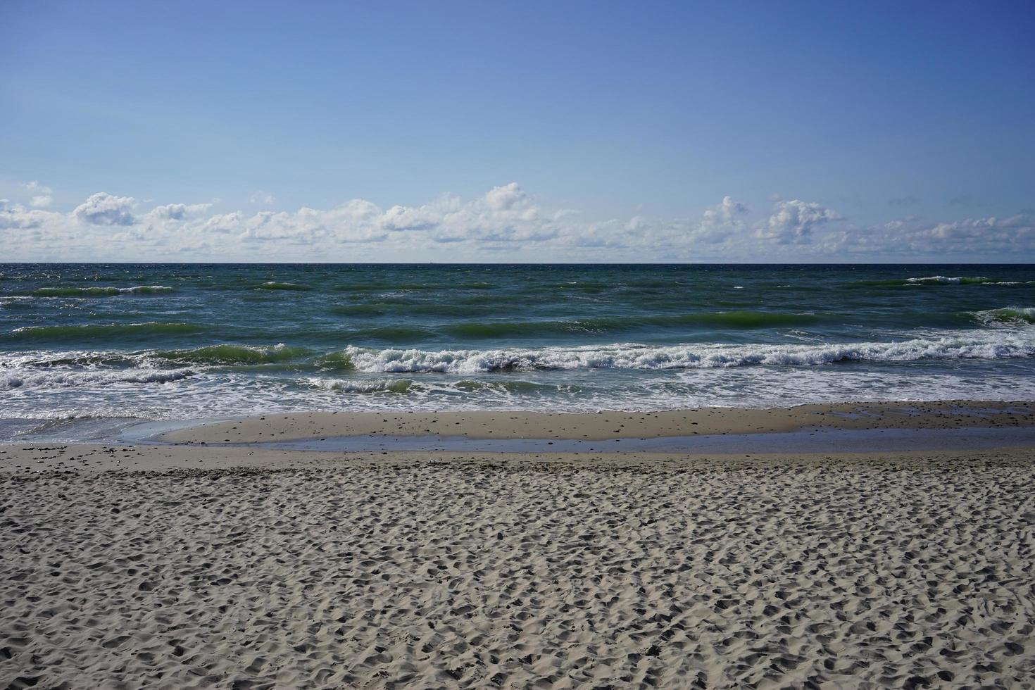 vista sul mare deserta sul Mar Baltico foto