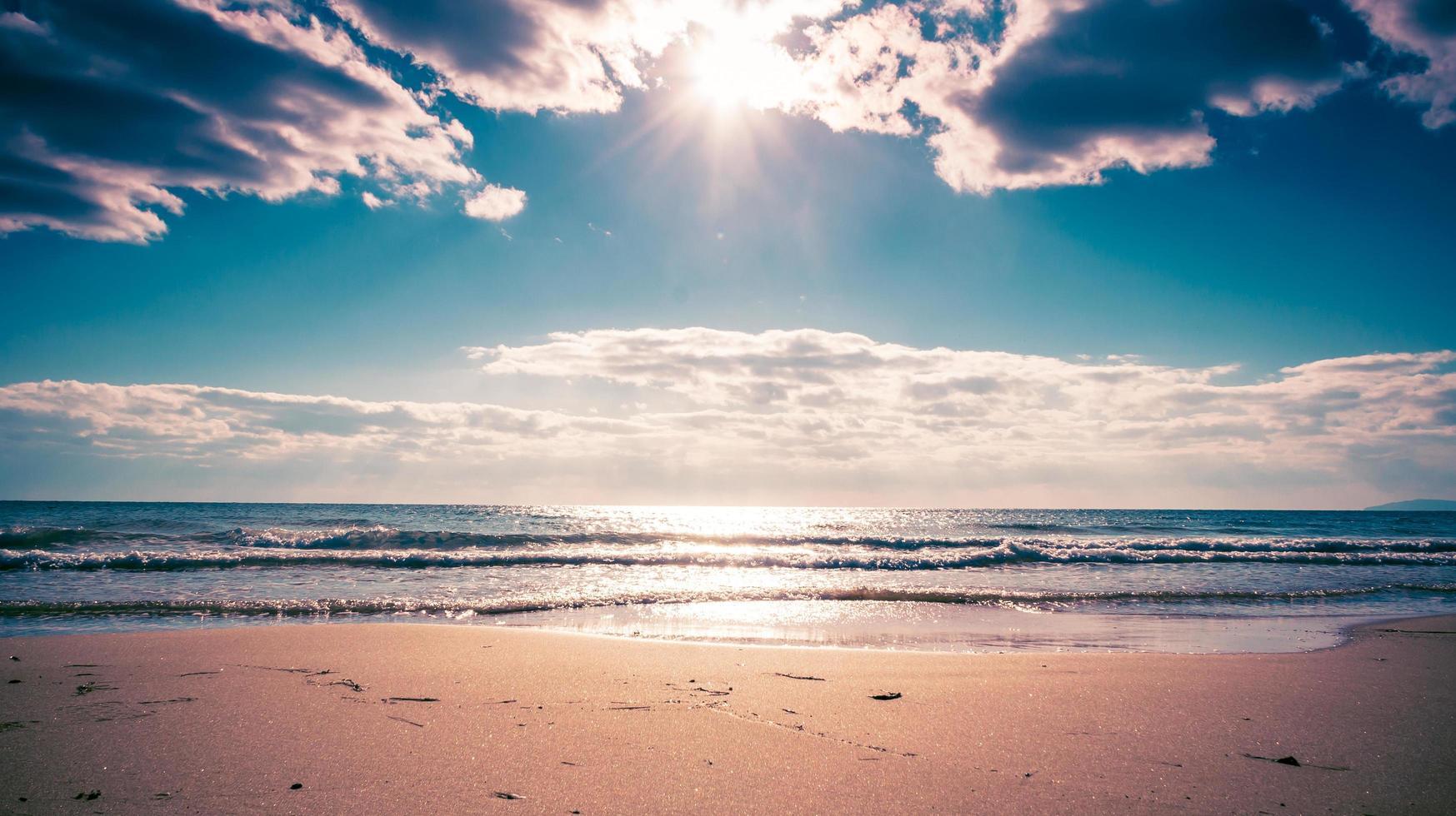 la spiaggia sabbiosa del mare del giappone foto