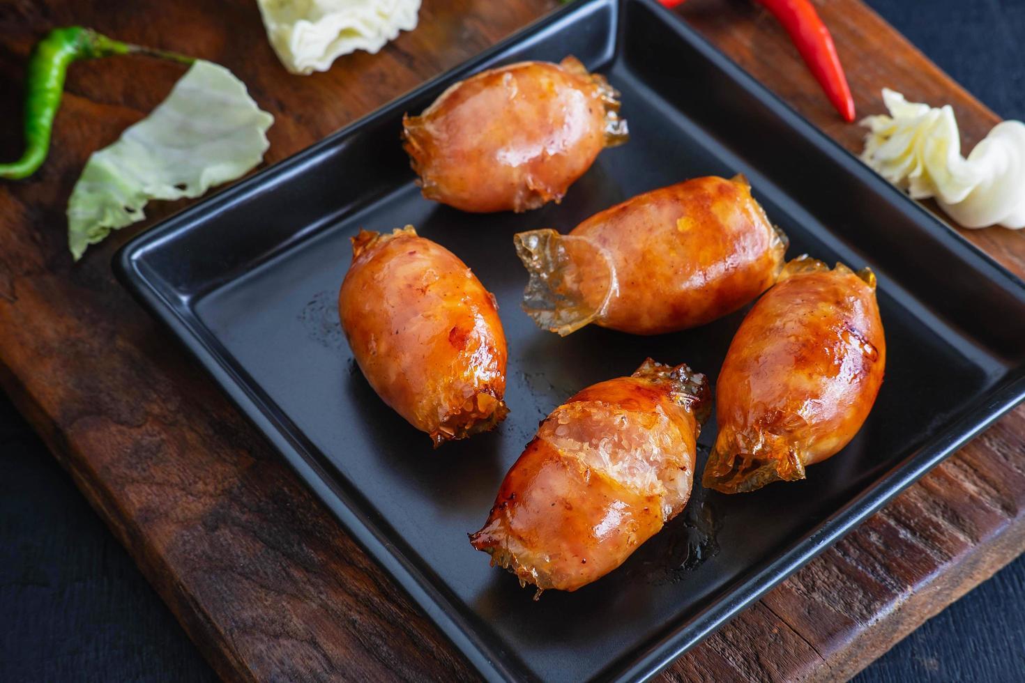 salsicce fatte in casa fritte in padella foto