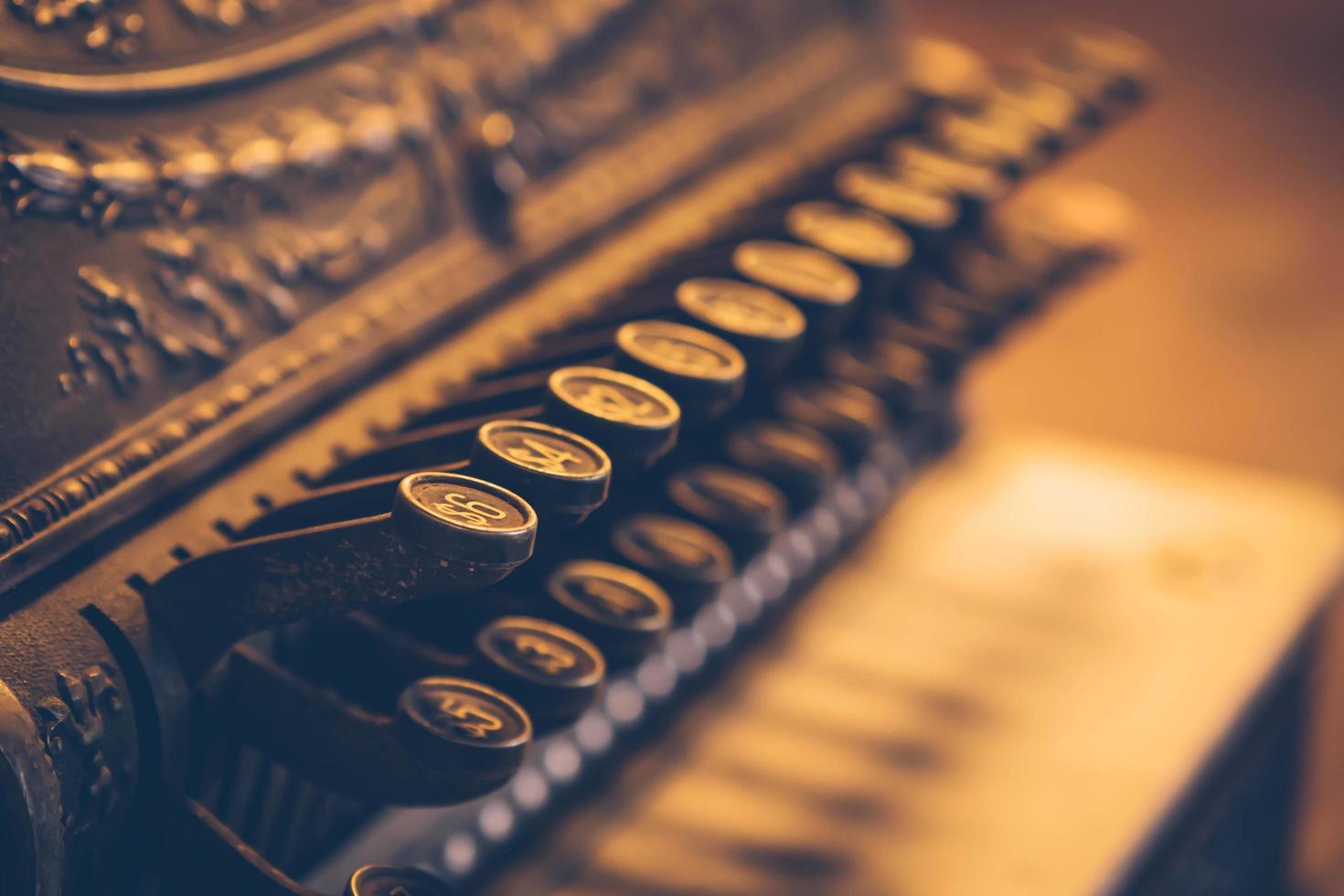 Close up vintage pulsante del vecchio registratore di cassa vintage foto