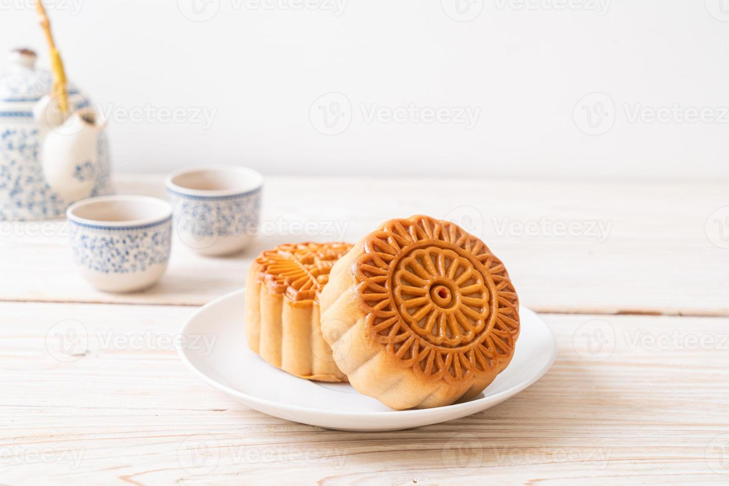 torta di luna cinese sul piatto foto