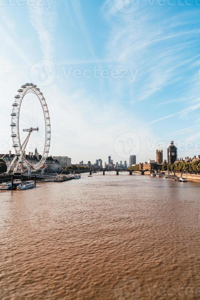 Big Ben e Westminster Bridge a Londra, Regno Unito foto