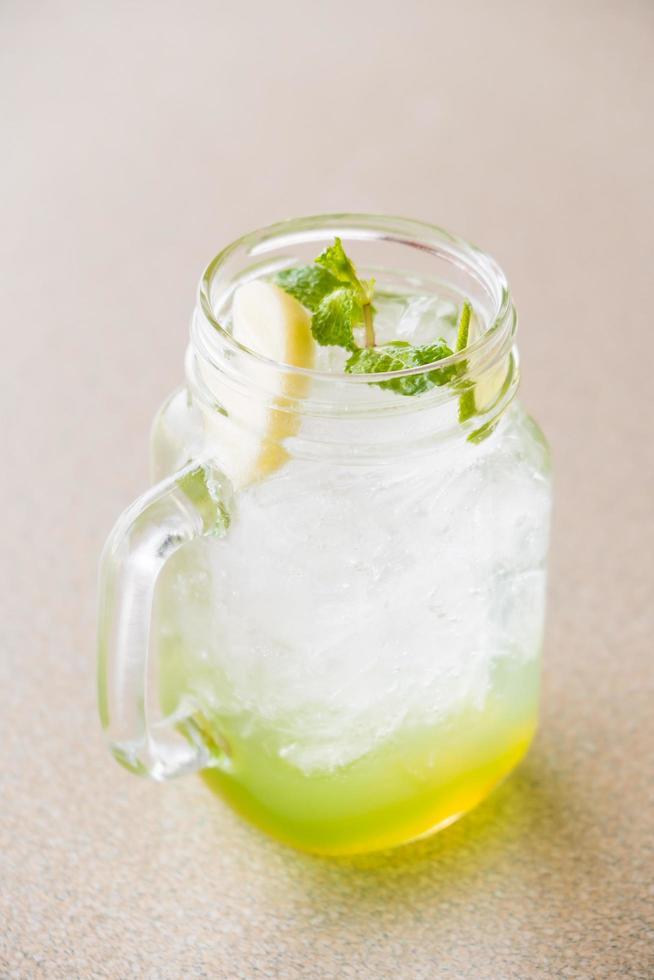 succo di mela e limone foto