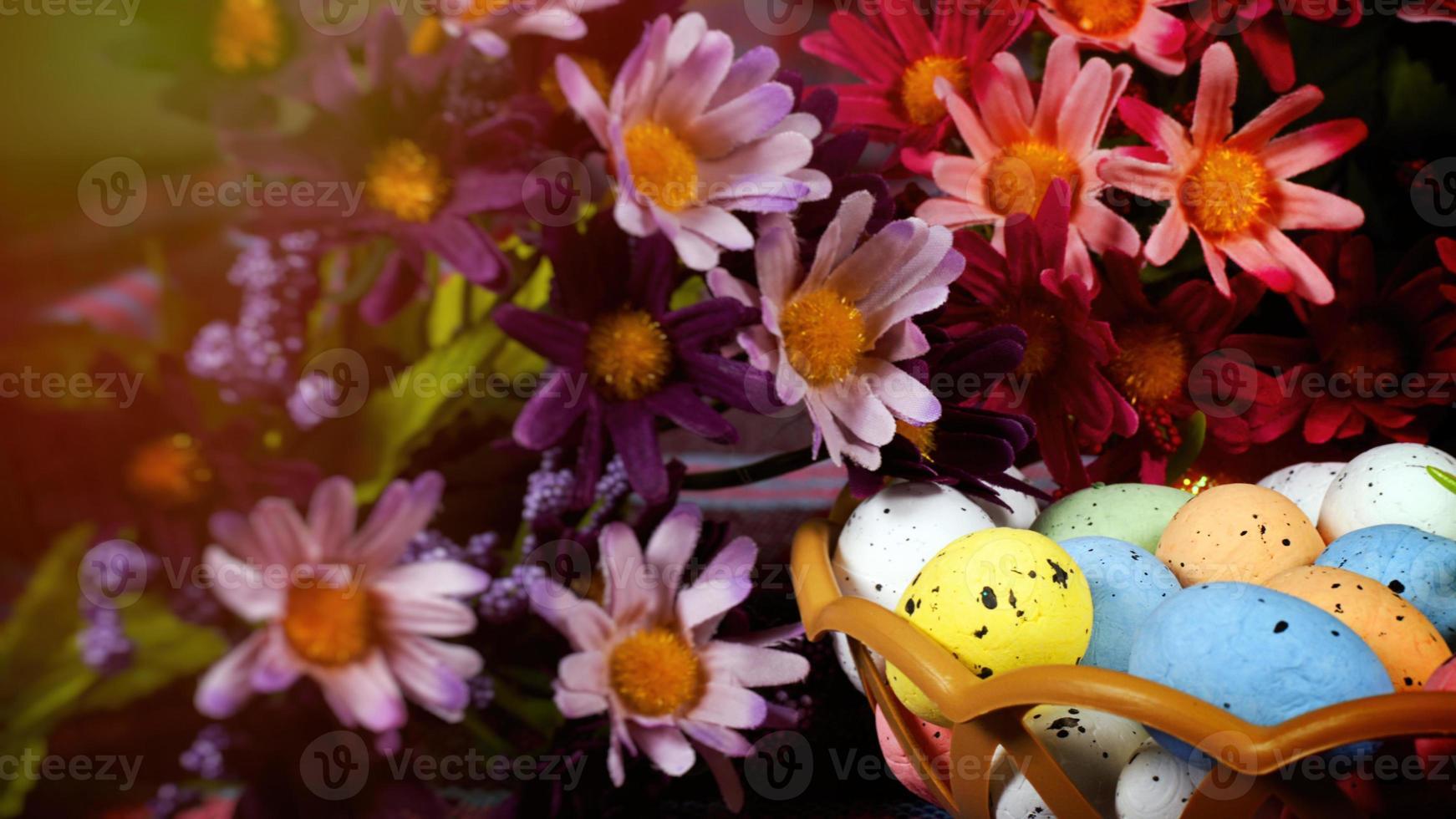 colorate uova pasquali tradizionali di pasqua foto