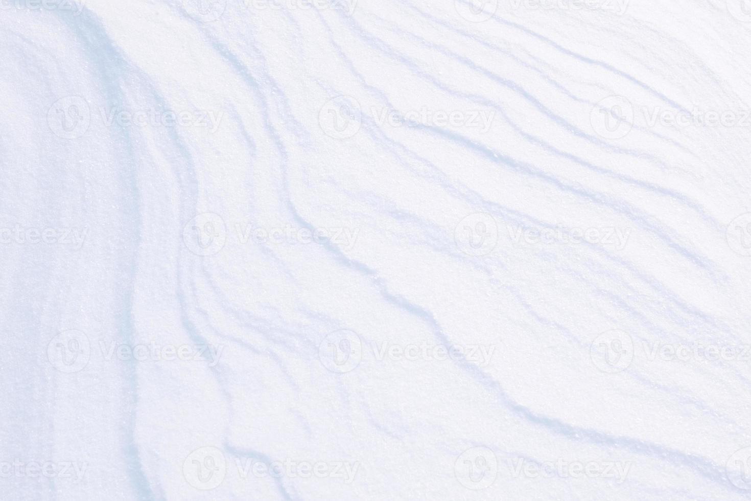 struttura pulita della neve bianca fatta di cristalli di ghiaccio foto