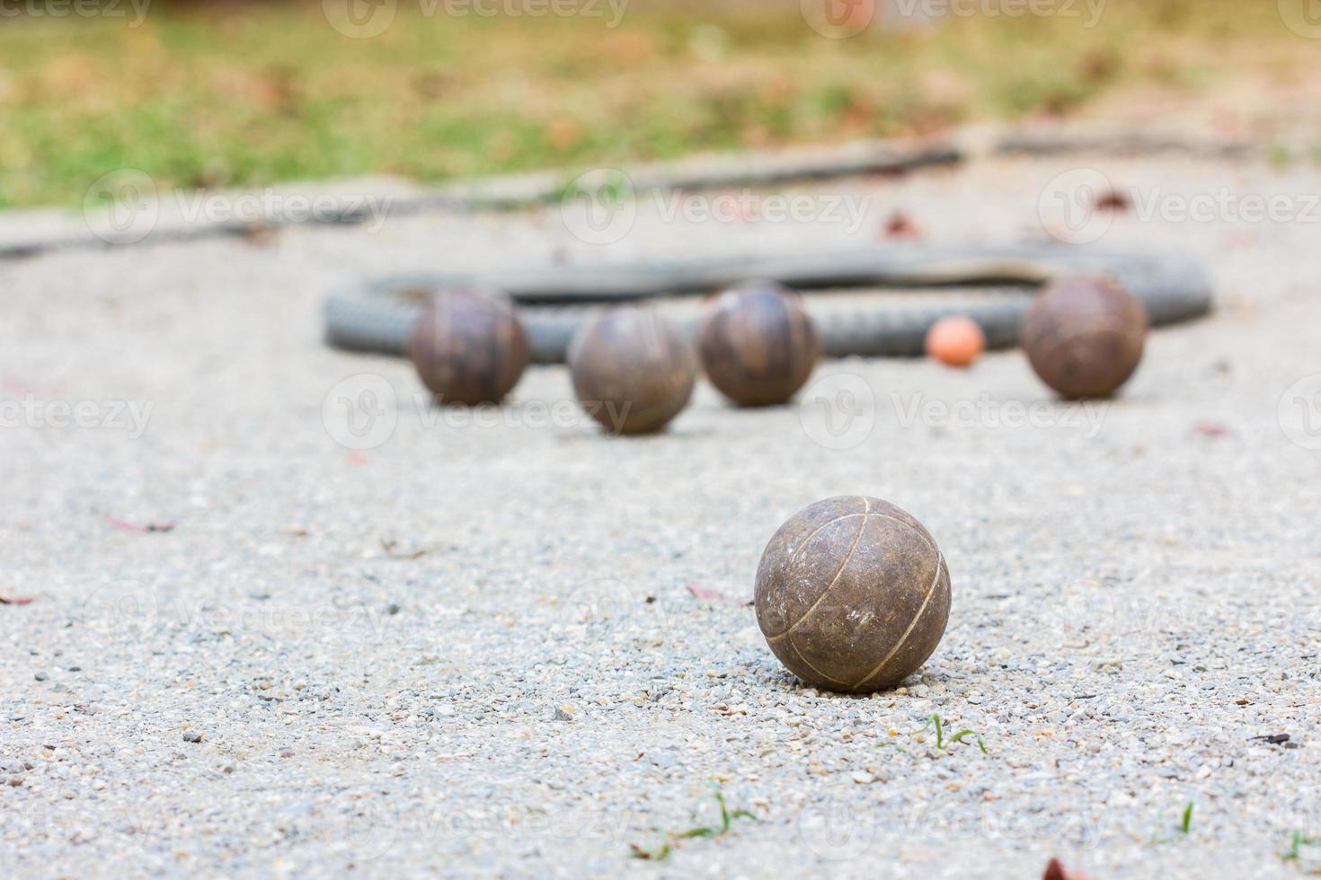 cinque palle da bocce foto