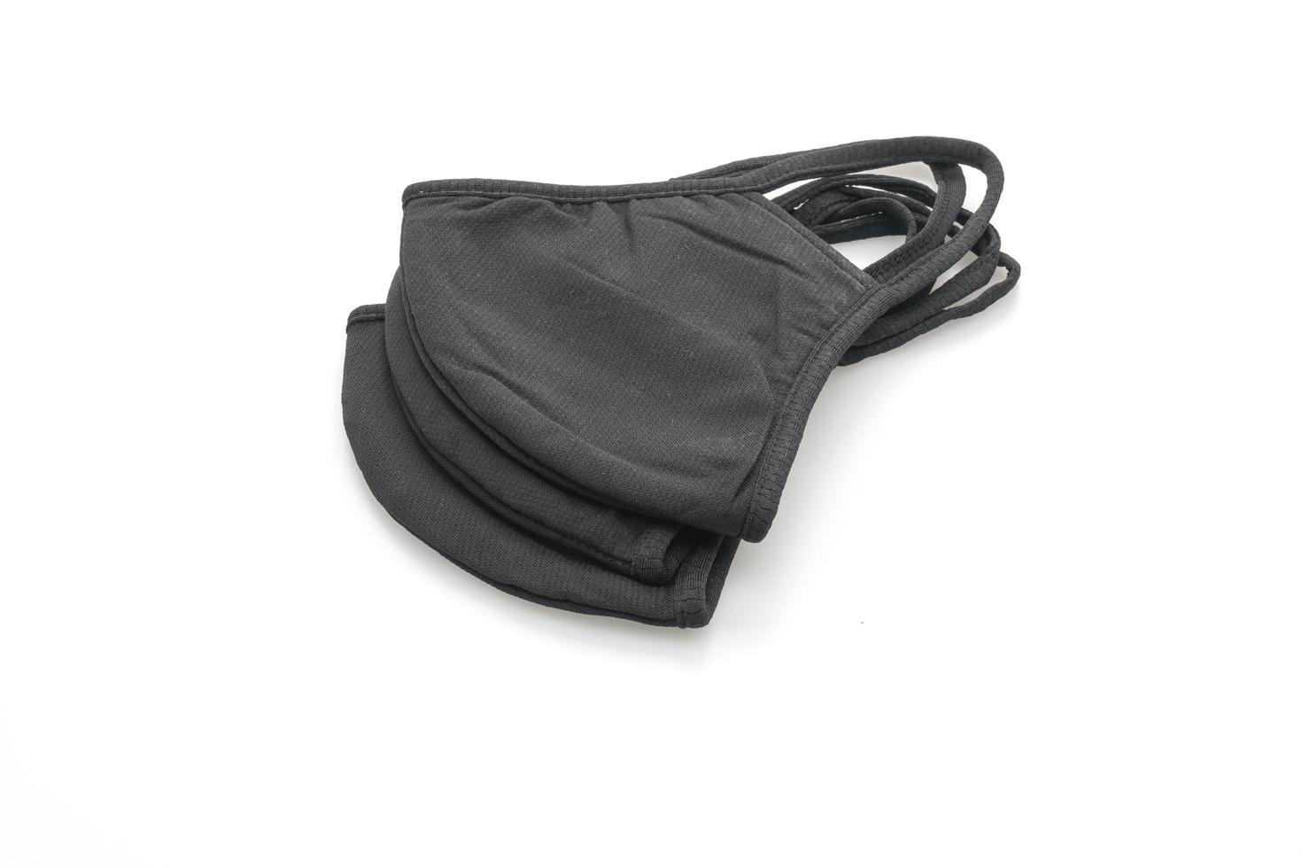 maschera in tessuto nero per proteggere covid-19 su sfondo bianco isolato foto